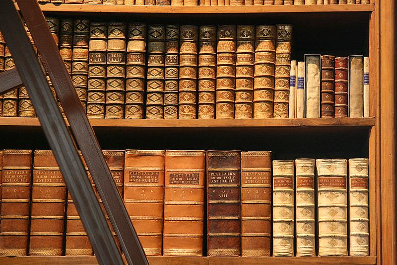 800px-Bookshelf_Prunksaal_OeNB_Vienna_AT_matl00786ch