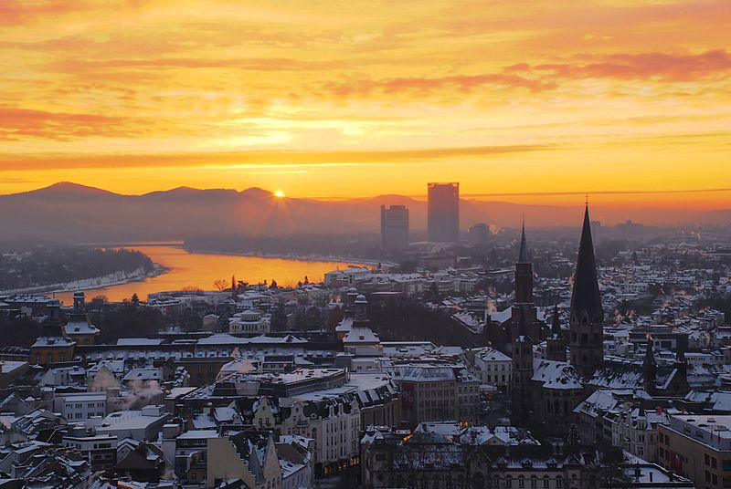 Zepper-sunrise-over-the-niveous-city-of-bonn