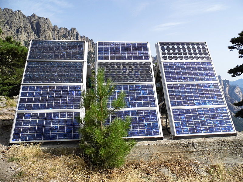 800px-Panneaux_solaires_2