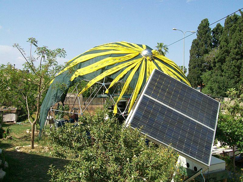 800px-The_solar_garden-Binyamina