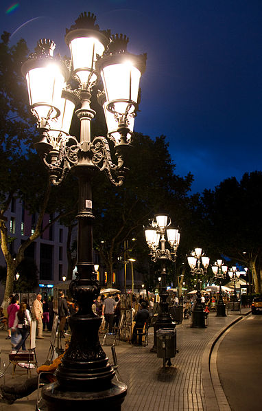 382px-Street_Lamps_La_Rambla_(5836948812)