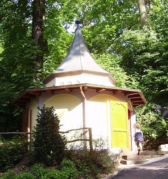 563px-Spieglein_Maerchengarten_Ludwigsburg