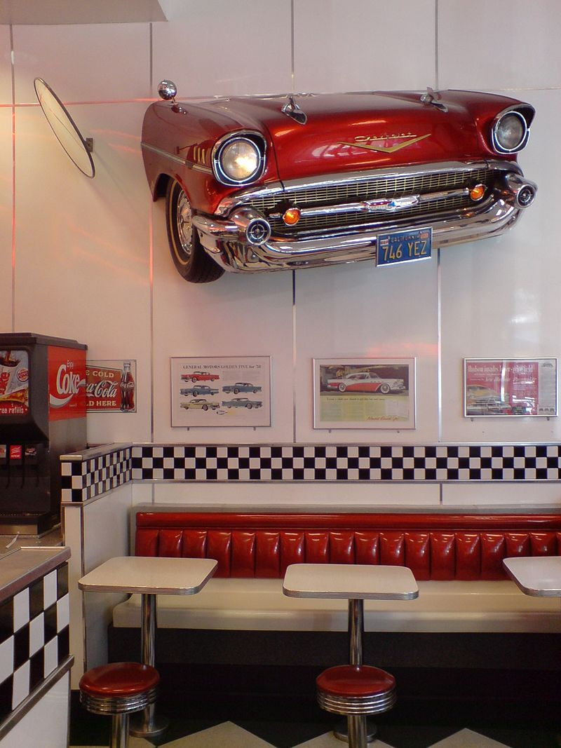 800px-Burger_King,_Pseudo_1950s_American_Diner
