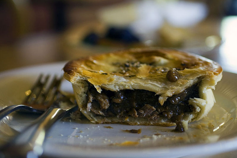 800px-Lamb_and_rosemary_meat_pie