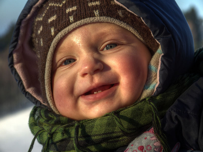 800px-Winter_baby_10-months-old